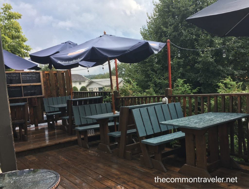 Le Baril Roulant patio