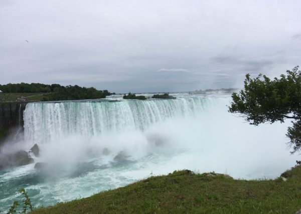 Day Trip to Niagara Falls - US and Canadian Sides featured by top travel blog, The Common Traveler: itinerary Horseshoe falls in Niagara