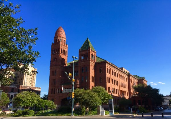 10 Things to Do and See in San Antonio for the weekend, a travel guide featured by top US travel blog, The Common Traveler: Bexar County Courthouse