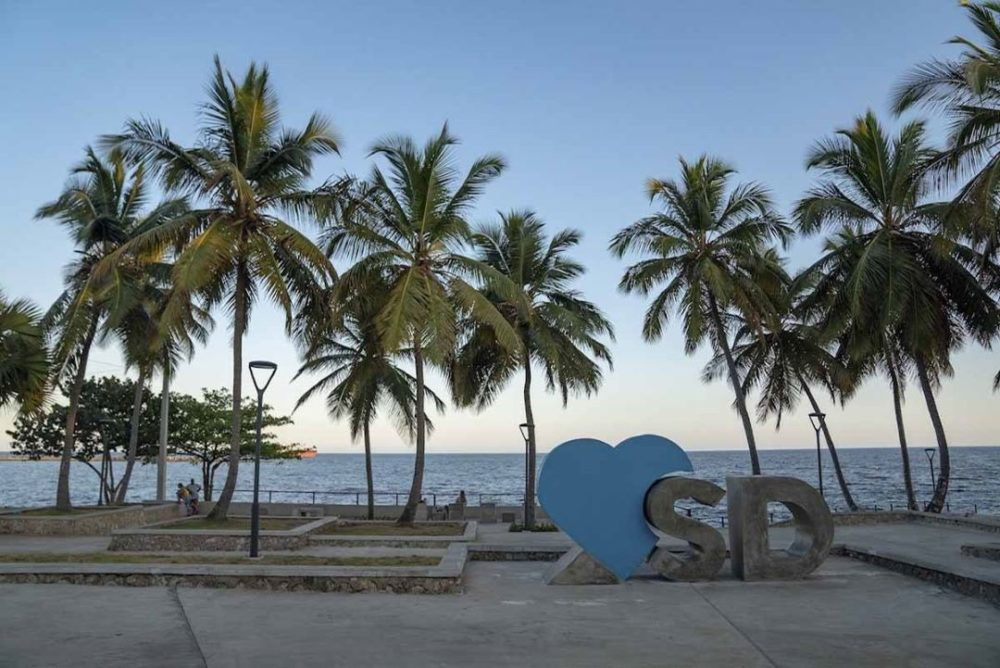 palm trees with Heart SD sign in Santo Domingo