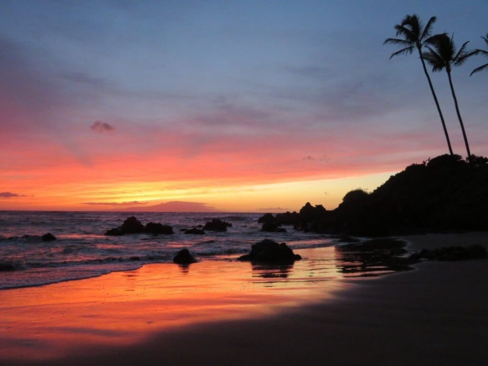 5 Essential Travel Hacking Tips for Beginners featured by top travel blog, The Common Traveler: image of Sunset in Hawaii