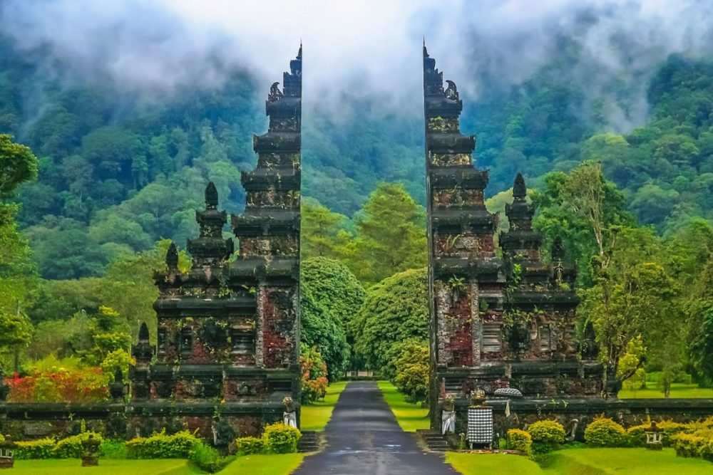 Best Honeymoon destinations in 2020 featured by top travel blog, The Common Traveler: image of  Hindu temple on Bali