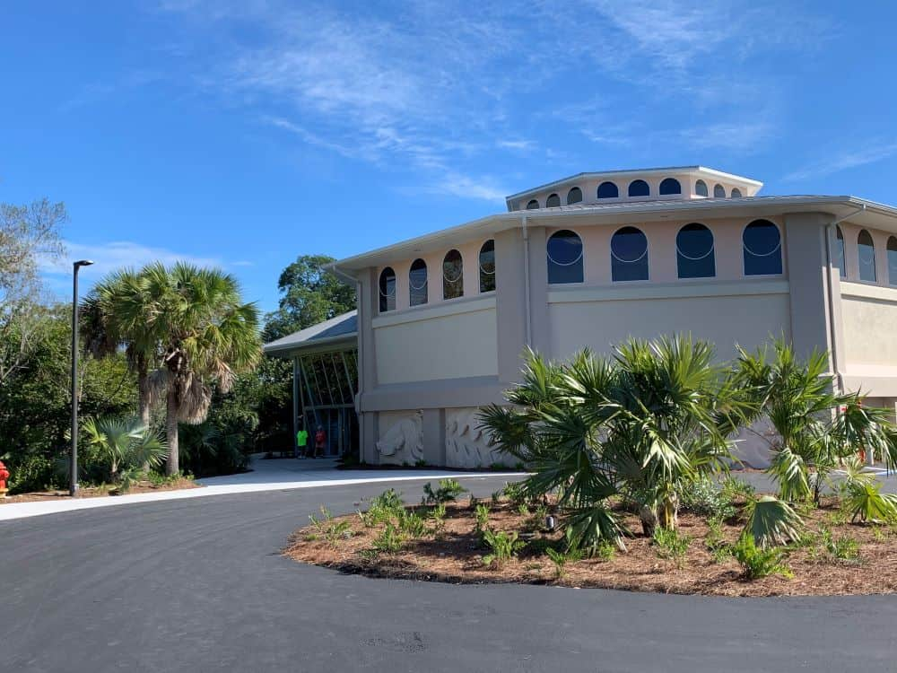 WHAT TO DO IN SANIBEL ISLAND OTHER THAN BEACHES featured by top US travel blog, The Common Traveler: image of Sanibel's Bailey-Matthews National Shell Museum building
