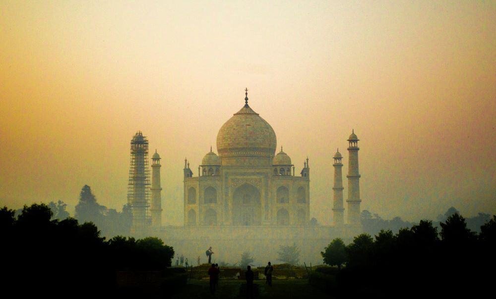 One month India itinerary featured by top travel blog, The Common Traveler. - Taj Mahal at sunrise with fog