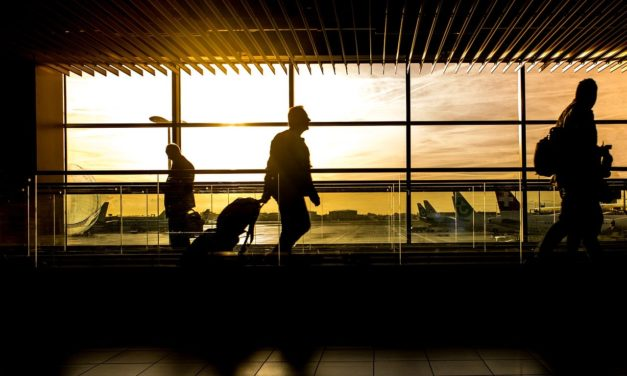 Top 5 Best Travel Hacks for Guys
