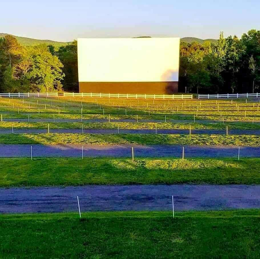 TOP 5 DRIVE-IN MOVIE THEATERS IN NC featured by top NC blog, The Common Traveler: image of Hound's Drive-in Theater screen in nountains