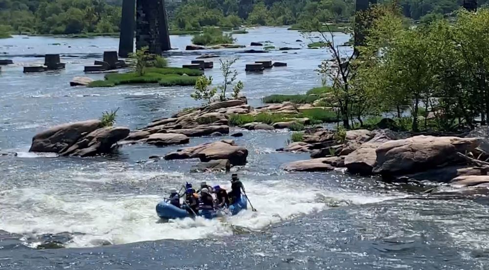 WEEKEND IN RICHMOND VA travel guide featured by top US travel blogger, The Common Traveler. Image of whitewater raft in downtown Richmond VA