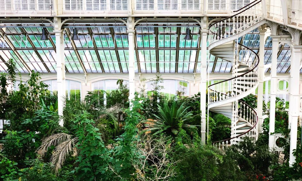 WEEKEND IN RICHMOND VA travel guide featured by top US travel blogger, The Common Traveler: image of inside botanical garden with white metal winding staircase