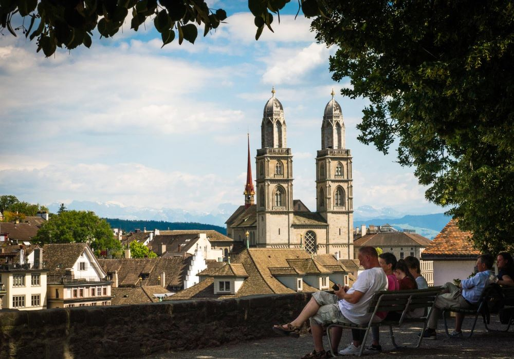 TOP 6 BEST SIGHTS IN SWITZERLAND TO SEE IN 48 HOURS featured by top travel blogger, The Common Traveler: image of Zurich's Grossmunster