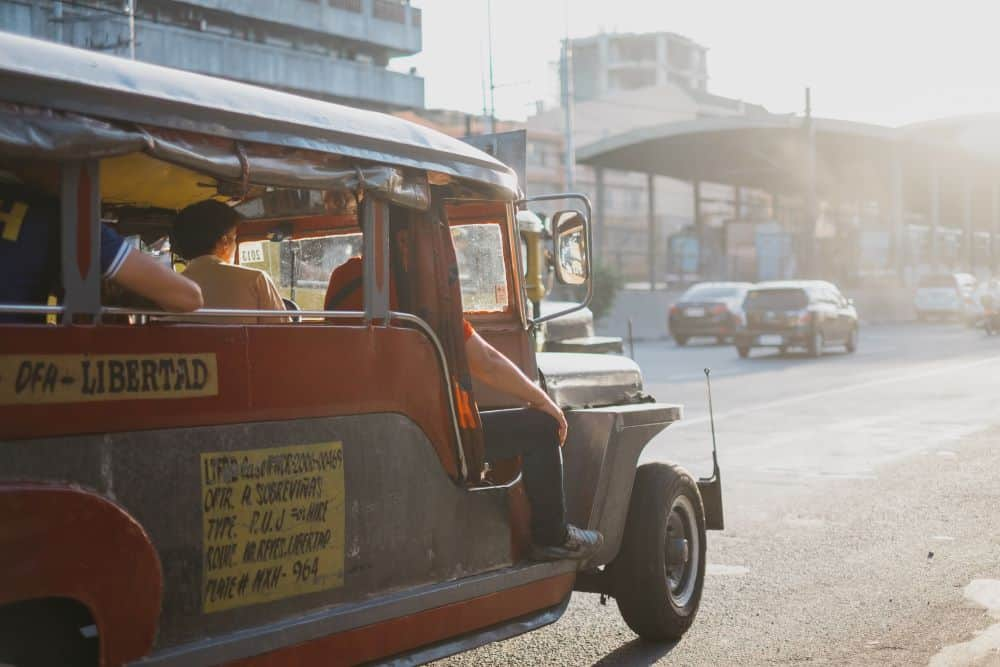 8 BEST THINGS TO DO IN MANILA Philippines featured by top travel blogger, The Common Traveler. Jeepney