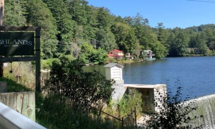 Western NC Getaway: Best Things to do in Highlands NC (Waterfalls and More!)