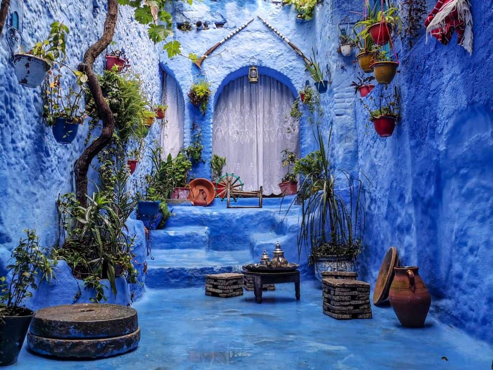 THE ULTIMATE ITINERARY FOR AN UNFORGETTABLE MOROCCO ROAD TRIP featured by top international travel blogger, The Common Traveler; image: chefchaouen, Morocco