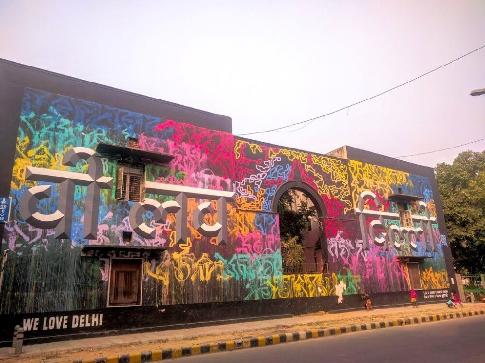 THE BEST THINGS TO DO IN DELHI, INDIA - A COMPLETE TRAVEL GUIDE TO INDIA'S HISTORIC CAPITAL featured by  The Common Traveler; Image: grey wall with colorful graffiti in Lodhi Garden