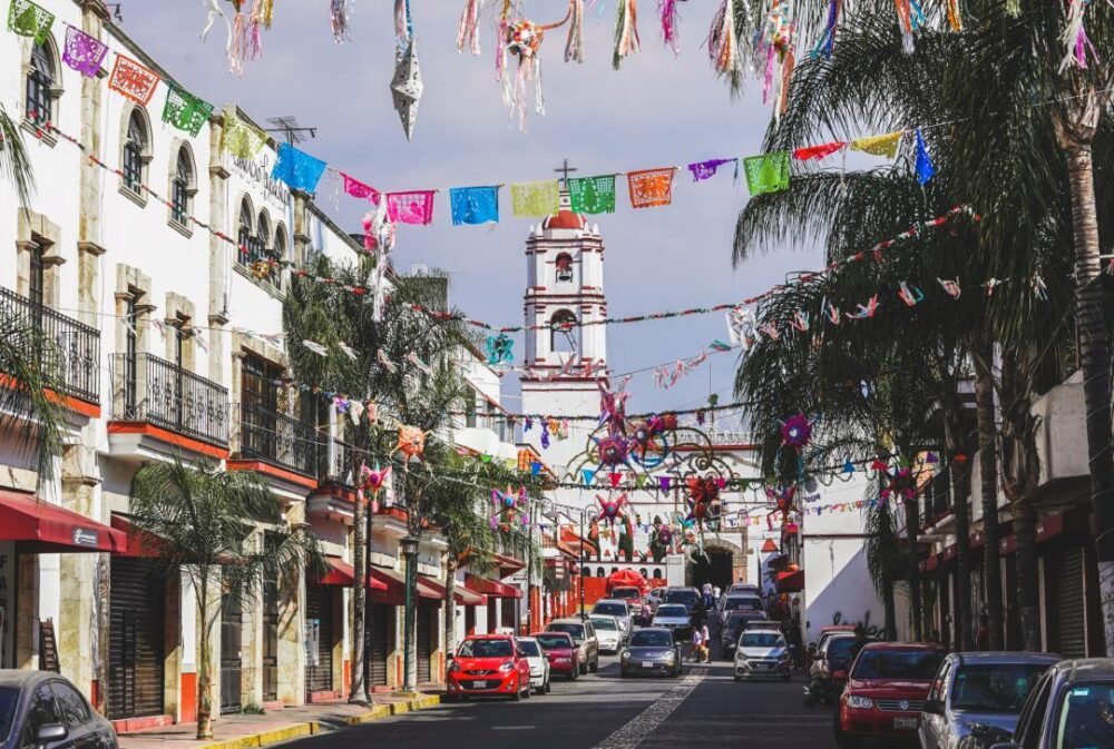 Mexico's Pueblos Magicos Worth Visiting by The Common Traveler: Image of streets of Ixtapan de la Sal. |Pueblos Magicos Mexico by popular US international blog, The Common Traveler: image of Ixtapan de la Sal, Estado De Mexico.
