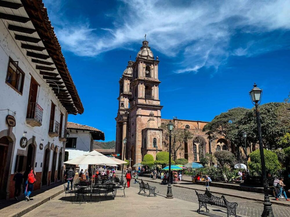 Mexico's Pueblos Magicos Worth Visiting by The Common Traveler: Image of sidewalk cafes and church in Valle de Bravo. |Pueblos Magicos Mexico by popular US international blog, The Common Traveler: image of Valle de Bravo, Estado de Mexico.