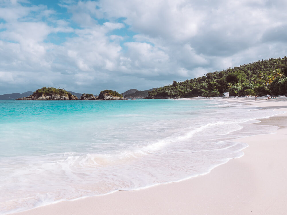 Image: white sand beach of Trunk Bay on St. John, USVI. |Best Things to do in the US Virgin Islands: image of Trunk Bay on St. John.