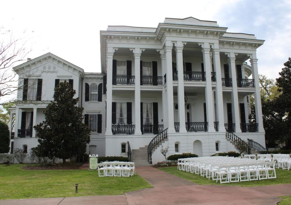Best Day Trips from New Orleans | The Common Traveler | image: Nottoway Plantation, white building with black shutters |New Orleans Day Trips by popular US travel blog, The Common Traveler: image of Nottoway Plantation.